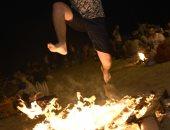 """صور.. """"القفز على النار"""" بشواطئ إسبانيا فى مهرجان """"سان خوان"""""""