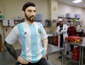 """صور.. روسيا تصنع تمثالا من الشيكولاته بحجم """"ميسى"""" احتفالا بعيد ميلاده"""
