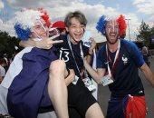 تقاليع جمهور الدنمارك وفرنسا قبل مباراة منتخبا البلدين بكأس العالم