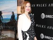 جيسيكا شاستين تحافظ على رقى إطلالتها مع Givenchy بعرض فيلمها Woman Walks Ahead