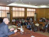 محافظ أسوان: إنشاء مجلس إقليمى لمراقبة الأسواق وزيادة منافذ البيع
