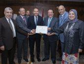 مجلس جامعة طنطا يكرم الأساتذة الحاصلين على جوائز الجامعة العلمية