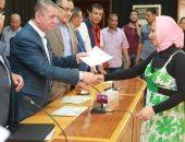 فيديو وصور.. محافظ كفرالشيخ يمنح 251 شهادة أمان  لأسر الشهداء والأكثر احتياجاً