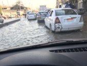 توقف حركة المرور بسبب كسر ماسورة مياه فى وسط القاهرة