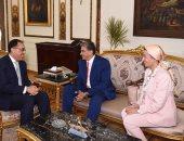 صور.. وزير البيئة السابق بعد تكريمه من رئيس الوزراء: العطاء للوطن يتعدى المناصب