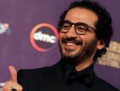 """أحمد حلمى يعلق على فيديو """"اليوم السابع"""" عن 3 توائم عايشين كأنهم واحد"""