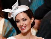 شاهد أنجلينا جولى بإطلالة ميجان ماركل