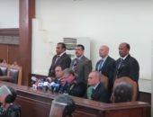 """شاهد لحظة النطق بقرار الحكم على بديع و738 متهما بـ""""فض اعتصام رابعة"""""""