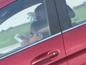 قارئة ترصد طفلا يقود سيارة ملاكى على طريق مصر الإسكندرية الصحراوى