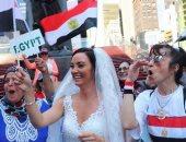 فيديو وصور.. عروسان أمريكيان يشاركان المصريين الاحتفال بـ30 يونيو فى نيويورك
