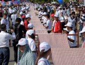 صور..كمبوديا تدخل موسوعة جينيس بأطول وشاح فى العالم طوله 1149.8 متر