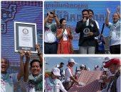 كمبوديا تدخل موسوعة جينيس بأطول وشاح فى العالم طوله 1149.8 متر