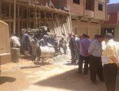 صور.. مجلس مدينة بنى سويف يوقف أعمال بناء لعقار مخالف