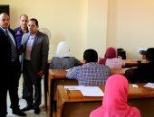 رئيس جامعة بنى سويف يتفقد إختبارات مركز التطوير بمعهد المشروعات الصغيرة