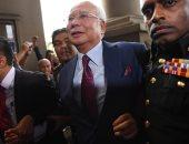 توجيه الاتهام لرئيس وزراء ماليزيا السابق ووزير ماليته بخيانة الأمانة