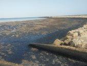 إنهاء إزالة بقعة تلوث بترولى بخليج السويس.. والصيادون: التلوث يدمر الثروة السمكية