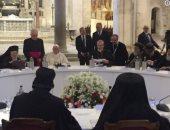 فيديو وصور.. البابا تواضروس يطير حمامة السلام أمام كنيسة سان نيكولا ببارى