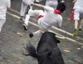 إصابة 5 أشخاص فى اليوم الـ7 لسباق الثيران بإسبانيا