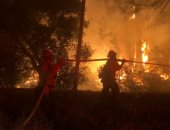حريق غابات فى كاليفورنيا الجنوبية يجبر الآلاف على مغادرة منازلهم