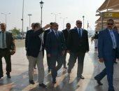 وزير الطيران يتوجه إلى مطار أسيوط لمتابعة سير العمل