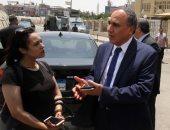 صور.. نقيب الصحفيين يصل نيابة أمن الدولة لحضور التحقيق مع مكرم محمد أحمد