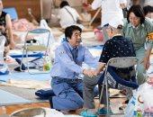 صور.. أثار كارثية لفيضانات اليابان ورئيس الوزراء يزور ملاجئ المتضررين