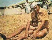 رانيا فريد شوقى تنشر صورة فى طفولتها بصحبة والدها
