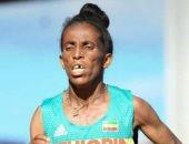 صور.. عداءة إثيوبية تثير الجدل بسبب عمرها