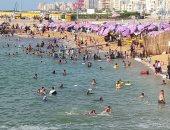 """صور.. شواطئ الإسكندرية """"مصيف على أد الإيد"""""""