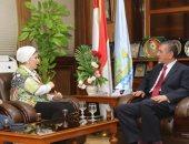 محافظ كفر الشيخ يستقبل رئيس جمعية نساء مصر لبحث مشاكل الصيادين