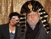 جورج مارتن مؤلف Game of thrones بالزى الفرعونى عبر تويتر
