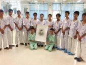 أطفال الكهف فى تايلاند يبكون على غواص توفى أثناء إنقاذهم - صور