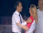 """فيديو.. رئيسة كرواتيا تهنئ ماكرون بـ""""قبلة"""" بعد تتويج الديوك بكأس العالم"""