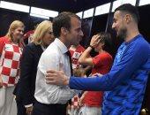رئيس فرنسا يواسى لاعبى كرواتيا بعد خسارة لقب كأس العالم.. صور