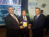 صور.. نائب رئيس جامعة الأزهر و نقيب الصيادلة يكرمون خريجى الدفعة 42