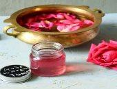 اعرفى فوائد واستخدامات ماء الورد لإزالة الهالات السوداء