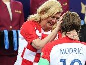 صور..رئيسة كرواتيا حديث العالم.. حضور يخطف الأنظار لكيتاروفيتش بمونديال روسيا