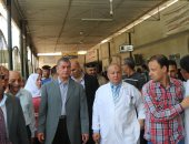 فيديو وصور.. محافظ كفر الشيخ يحيل 47 طبيباً من المستشفى العام للتحقيق