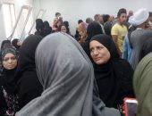صور.. زحام شديد داخل مكتب بريد صلاح سالم بطهطا لقلة الموظفين