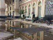 قارئ يشكو طفح مياه الصرف الصحى بمدخل محطة مصر فى الإسكندرية