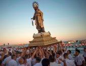 """صور.. مئات الإسبان يحتفلون بمولد القديسة ديل كارمن """"شفيعة الصيادين"""""""