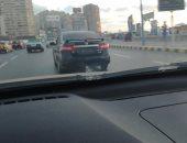صور.. قارئ يرصد سيارة تسير بدون لوحات معدنية فى سيدى بشر بالإسكندرية
