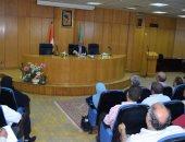 محافظ المنيا يوجه رؤساء المدن بالعمل الميدانى والتواصل مع المواطنين