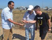 صور.. وفد صينى يتفقد الموقع الثانى لإنشاء مصنع فصل الرمال ببلطيم