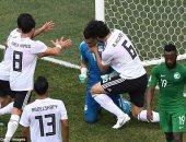 ديلى ميل: عصام الحضرى من أعظم نجوم كأس العالم 2018