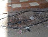 أسلاك كهرباء عارية فى شارع بيجام بشبرا تثير ذعر المواطنين.. صور