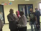 فيديو.. مشادة على هامش مؤتمر نقابة الإعلاميين وإخراج أحد الأعضاء خارج القاعة