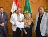 محافظ الإسماعيلية يسلم 400 عقد تمليك بمدينة المستقبل
