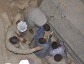 صور.. أعمال فتح تابوت الإسكندرية الأثرى لحظة رفع غطائه