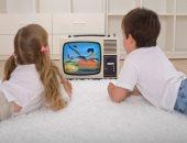 متستهونش.. ترك الأطفال أمام التلفزيون يعرضهم للانطوائية ومشاكل فى الكلام